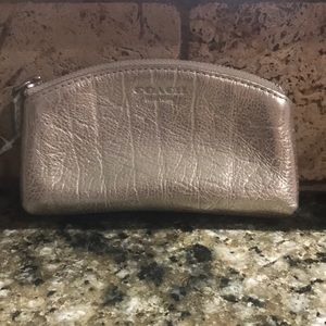 Gold coin or credit card purse.